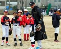 阪神松田遼馬さん、野球教室に参加も子供たちは広島の投手に釘付け