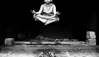 1ヶ月間、生野菜と果物だけ食べて瞑想してた結果、不安や恐怖心がなくなった