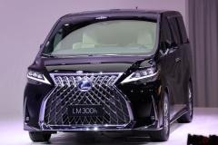 買うのはどんな人?レクサス初ミニバン「LM300h」中国で2月発売開始