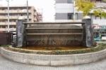 交野市駅ロータリーの所にある滝が止まると『金魚』が出てくる!