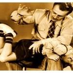 小1担任、拳や平手で児童5人たたく!「指示に従わないのでつい、カーッとなってしまった。」