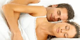 睡眠に関してはかなり神経質だけど旦那の鼾や寝息は平気。父親の鼾や時計の音でも眠れなかったのに。気配があるだけで安心できる!