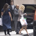 『【巻き髪がゴージャス…!?】ヘイリー・ビーバーがビジネスミーティングにお出かけ!Hailey Baldwin steps out in New York』の画像