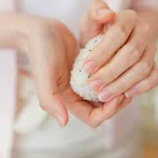 『他人の手で握ったおにぎりを食べられない人が増加』の画像