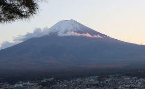 新倉山の公園から眺めた富士山