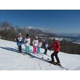 『好天に恵まれた3連休。青空の下スキーを楽しんで頂きました。』の画像