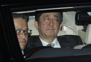 【画像ニュース】皇太子様と面会した後の安倍首相の表情がすごい