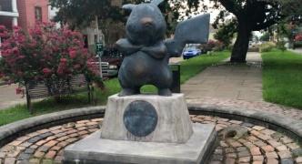 米ルイジアナ州の公園に突如としてピカチュウの銅像が置かれる 誰の仕業が不明 リアルポケストップ