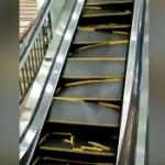 【動画】中国、エスカレーターに2人の客が乗ったら突然壊れグチャグチャに断裂! [海外]