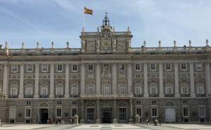 スペイン王宮の内部を見学