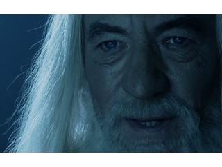 ロードオブザリング見たんだけどガンダルフはなんで魔法使わないの?