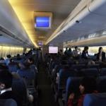 乗客「うぅ…」ガクッCA「お客様の中に内科医はいないかい!?」