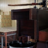 『富士玄米黒酢の搾り作業がありました』の画像