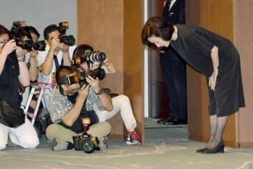 海外「日本人の責任感はもはや異次元!息子のために謝るべきではない」高畑淳子さんの謝罪会見にアメリカ人が同情の声