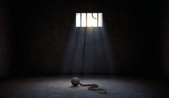 とにかく逃げ続けた『脱獄犯たち』30年以上に渡る逃亡生活とは