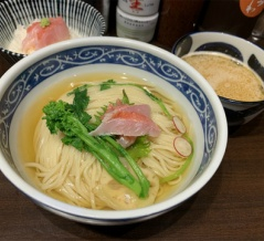 西台駅近くの「寿製麺よしかわ」で金目鯛のつけそば(キンメご飯付)を食べてきた。