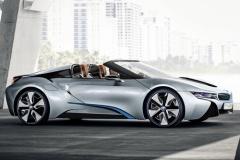 BMWの次世代スーパーカー「i8ロードスター」 1.5リッター3気筒ターボ、燃費は驚愕の36.8km/l!