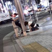 【画像】路上で男が女性に土下座をさせてしまう…