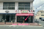 交野市駅前のパン屋さん麦の大地の店舗前には「縄文土器」みたいなのがある!