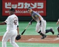 「古巣」の三塁で阪神・佐藤輝が躍動!2回に9打席ぶりの右前打 先制点へ導く!!