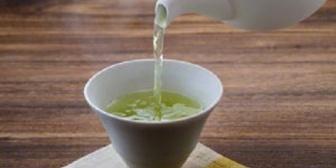 【宿茶は…】嫁が前日の茶葉そのままに緑茶を入れた。「これダメだよ」と指摘したらところ…ギャクギレーゼ。