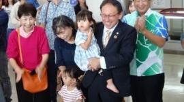 【沖タイ】「デニーさん、沖縄県民がついているよ」 玉城デニー、辺野古反対を伝えに米国へ出発