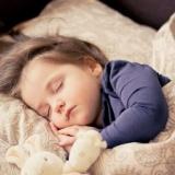 一瞬で寝れる「連想式睡眠法」がすごい!その方法がこちら→