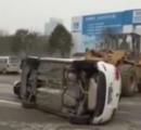 【動画】中国の駐車違反車両の撤去方法が豪快だと話題に