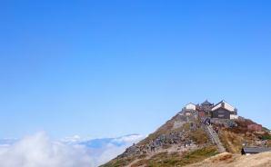 月山神社は「まるで天空の城」