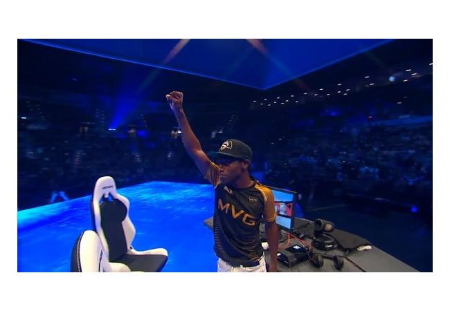 スマブラ世界大会決勝、優勝候補が勝利目前で即死コンボを決められるwwwww
