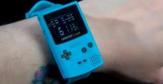 任天堂公認のゲームボーイカラー型の腕時計が登場!GBカラーの外観を小さく再現!