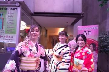 海外「もっと詳細を!」外国人女子旅を通して初めて見る日本の姿に齧り付く海外の人々