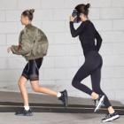 『【美脚をアピール…!?】ケンダル・ジェンナーとヘイリー・ビーバーがジョギングにお出かけ!Kendall Jenner and Hailey Bieber step out for a jog』の画像
