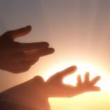 『不幸への導き「神と崇められた男の子」』の画像