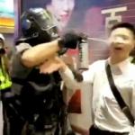 【動画】香港警察、話をしようとした市民の顔に至近距離からペッパースプレー噴射! [海外]
