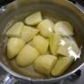じゃがいもとちょっとだけ鶏肉の旨煮&ズバッと下味「カップヌードル豚骨」