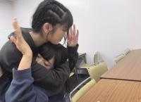 【悲報】ゅぃゅぃこと小栗有以さん、横山由依総監督にシメられる