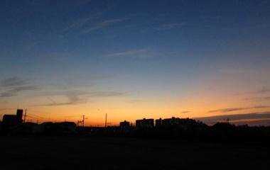 『【空撮】夕暮れの街を空から【写真あり】』の画像