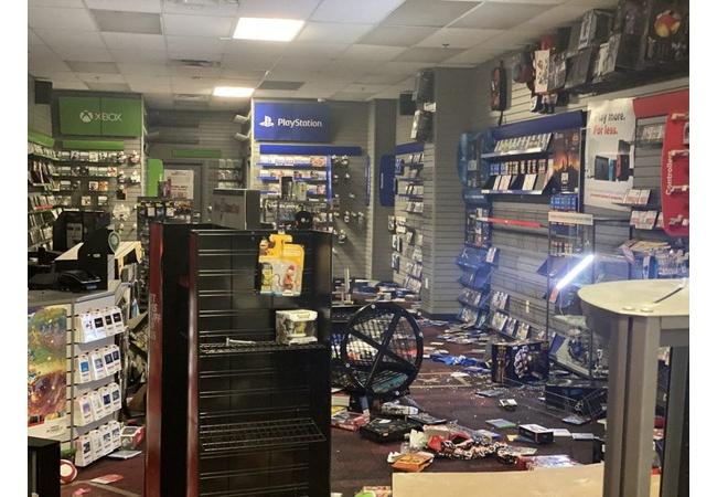 アメリカの暴動で襲われたゲームショップがやばい・・・