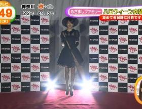 加藤綾子アナ、SEXY網タイツ×ミニスカの魔女コス披露www