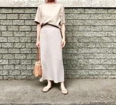 GUの「ワイドリブニットナロースカート」の使用感レビュー!Iラインのシルエットが非常にきれいな秋スカート。美しさとかわいさを併せ持つ、秋コーデの幅を広げてくれるアイテム♪