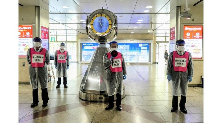 【朗報】愛知県知事、新幹線改札口で県外人を待ち構える