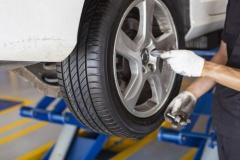 パンク修理、自分で対応するドライバー激減…6割強がロードサービス依頼