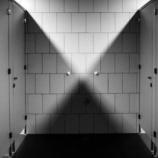 『【学校のオカルト】学校中で噂になっている「出る」トイレ』の画像