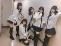 【画像】 AKB48さん 現役女子高生にとんでもない格好をさせてしまうwwwwwwww