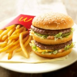『【!?】マクドナルドだけ消費税18%アップ!便乗値上げで100円マックがついに消滅する。』の画像