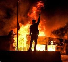 アメリカがもう滅茶苦茶 暴動や抗議デモが50都市に広がってしまう