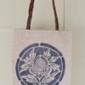 ヤマザクラ染めケナフの手織り型染めトートバッグ