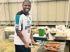 【画像】BBQを楽しむガンバ・パトリック!焼いてる肉の量が半端ないwwww