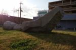 河内磐船駅前にインパクト大のでっかい『岩』がある!~その意味とは果たして!?~